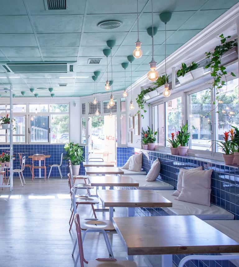foto restaurante diseño con plantas