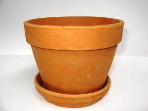 Típica maceta de barro tradicional